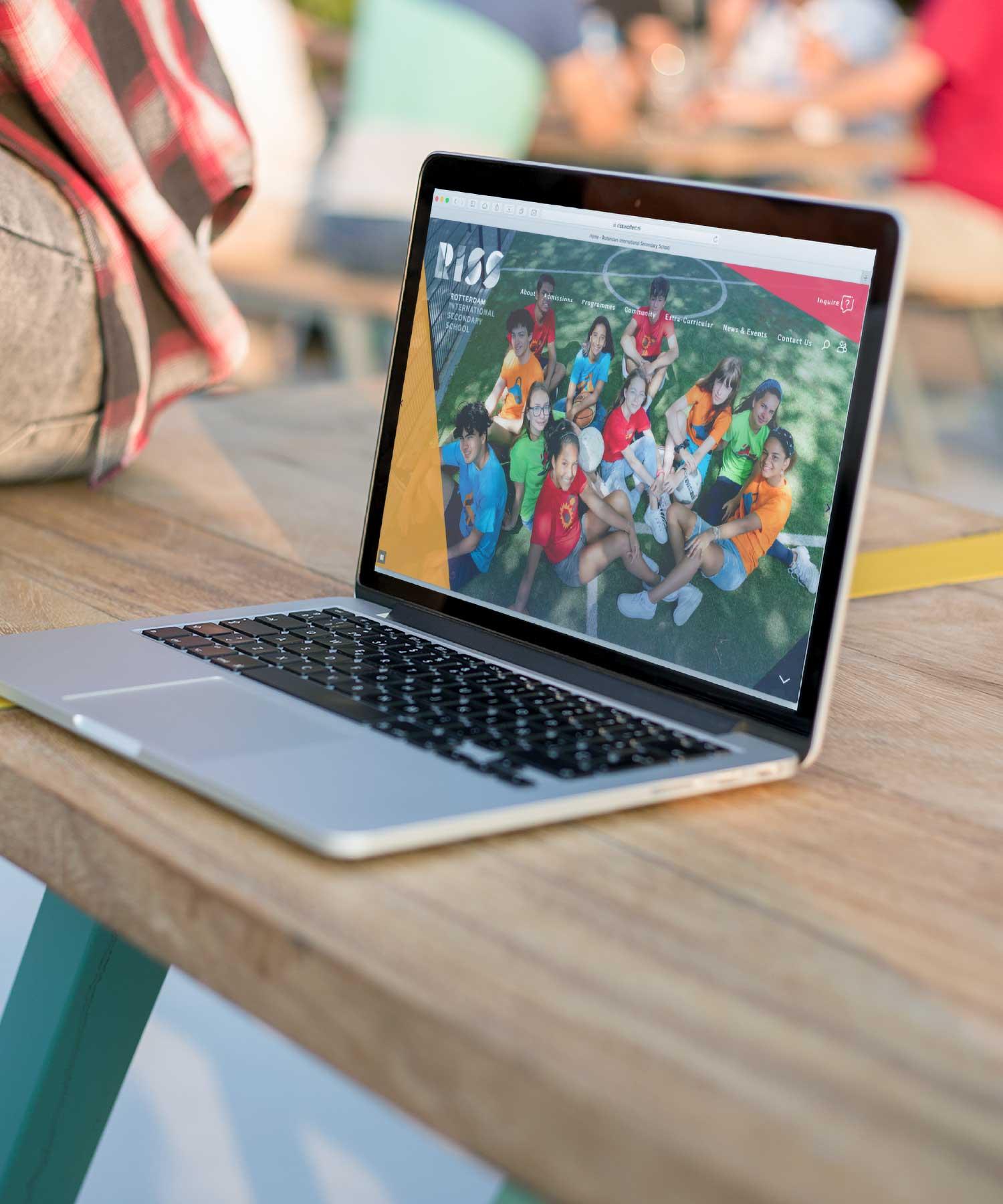 RISS Website laptop M-space